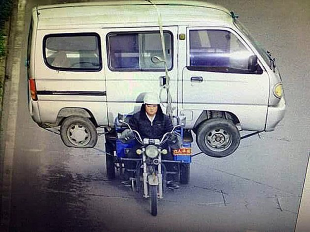 Man Ditches Old Minivan, Takes It To Scrapyard On His Trike