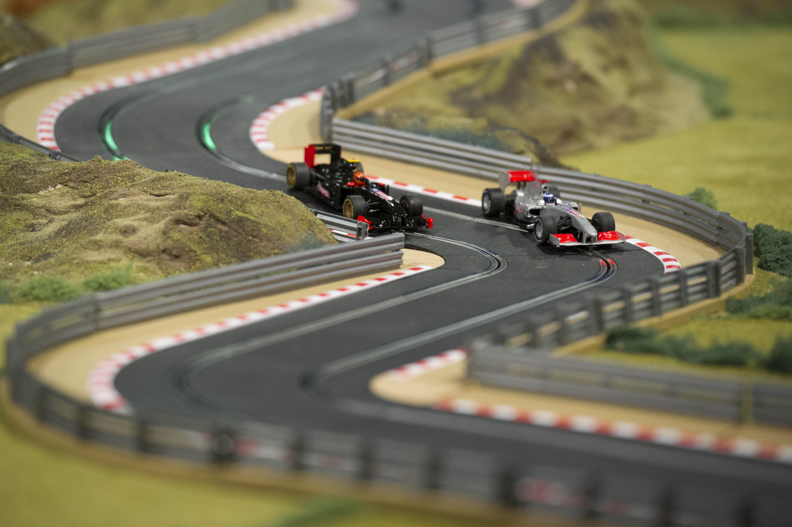 martin brundle 39 s f1 scalextric track is very cool. Black Bedroom Furniture Sets. Home Design Ideas