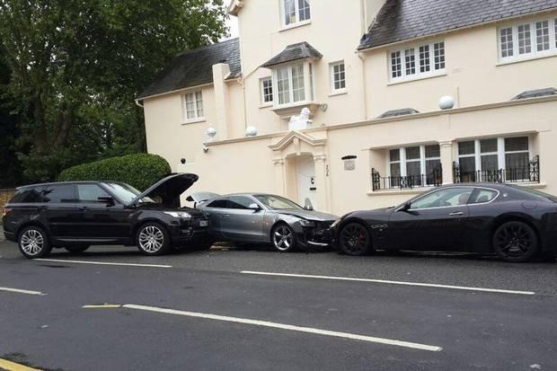Range Rover Driver Makes Expensive Car Crash Sandwich