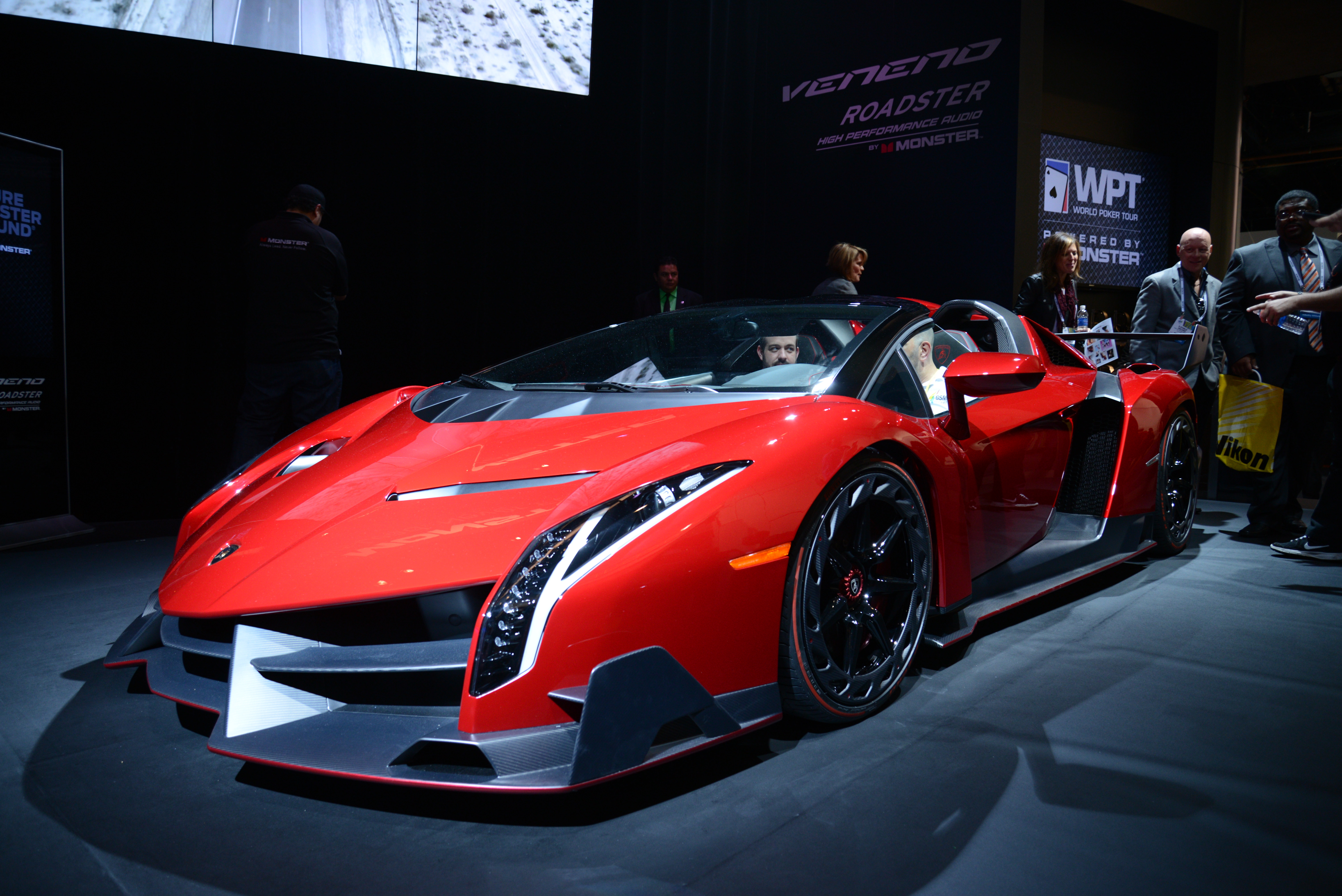 six reasons why the lamborghini veneno is still ultra cool. Black Bedroom Furniture Sets. Home Design Ideas