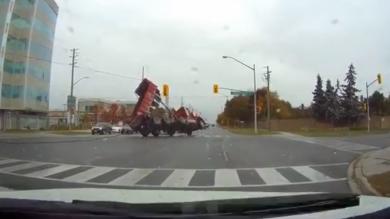 Dumper truck topple