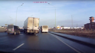 Lorry swerve