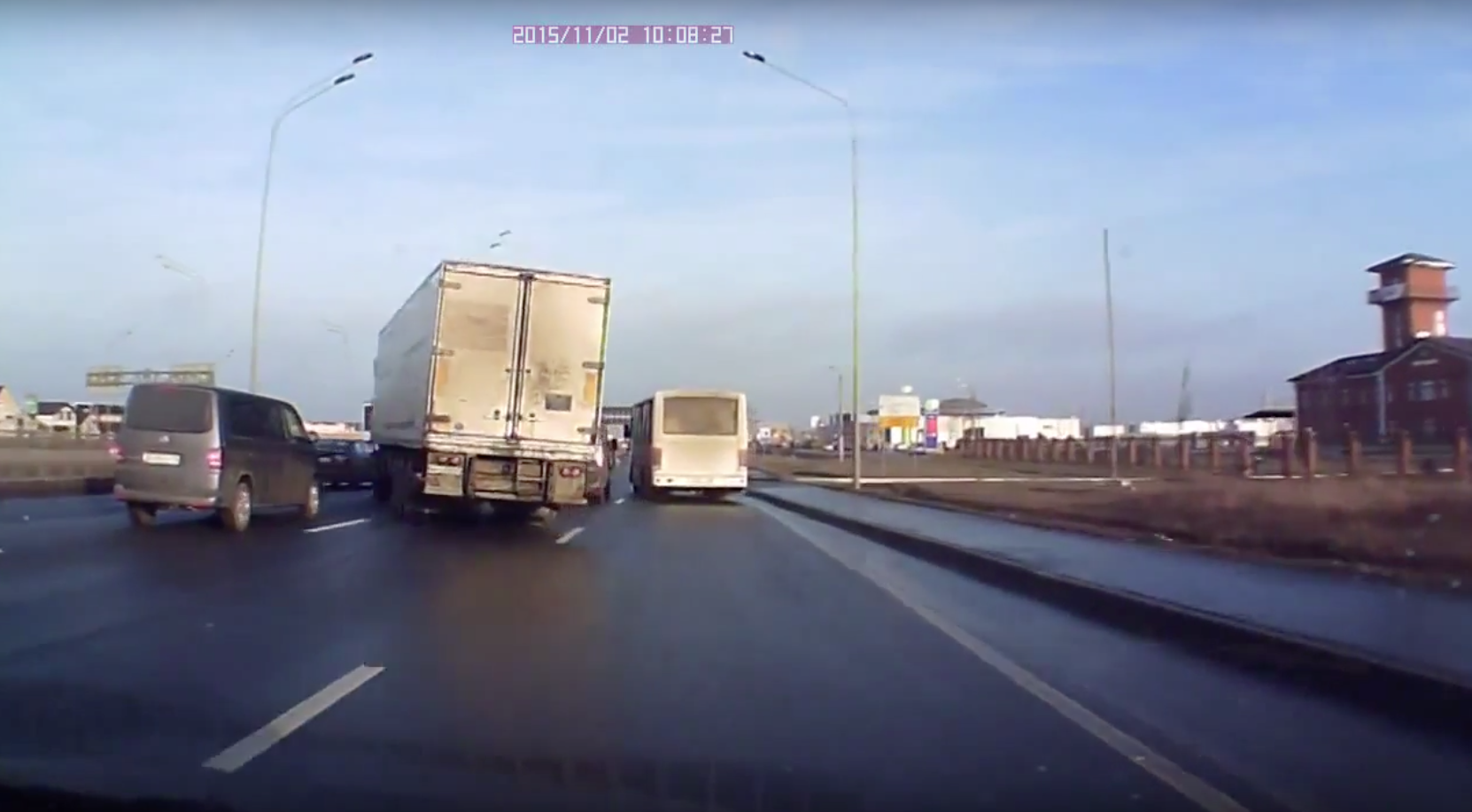 Lorry Driver Displays Breathtaking Reflexes To Prevent Shocking Accident