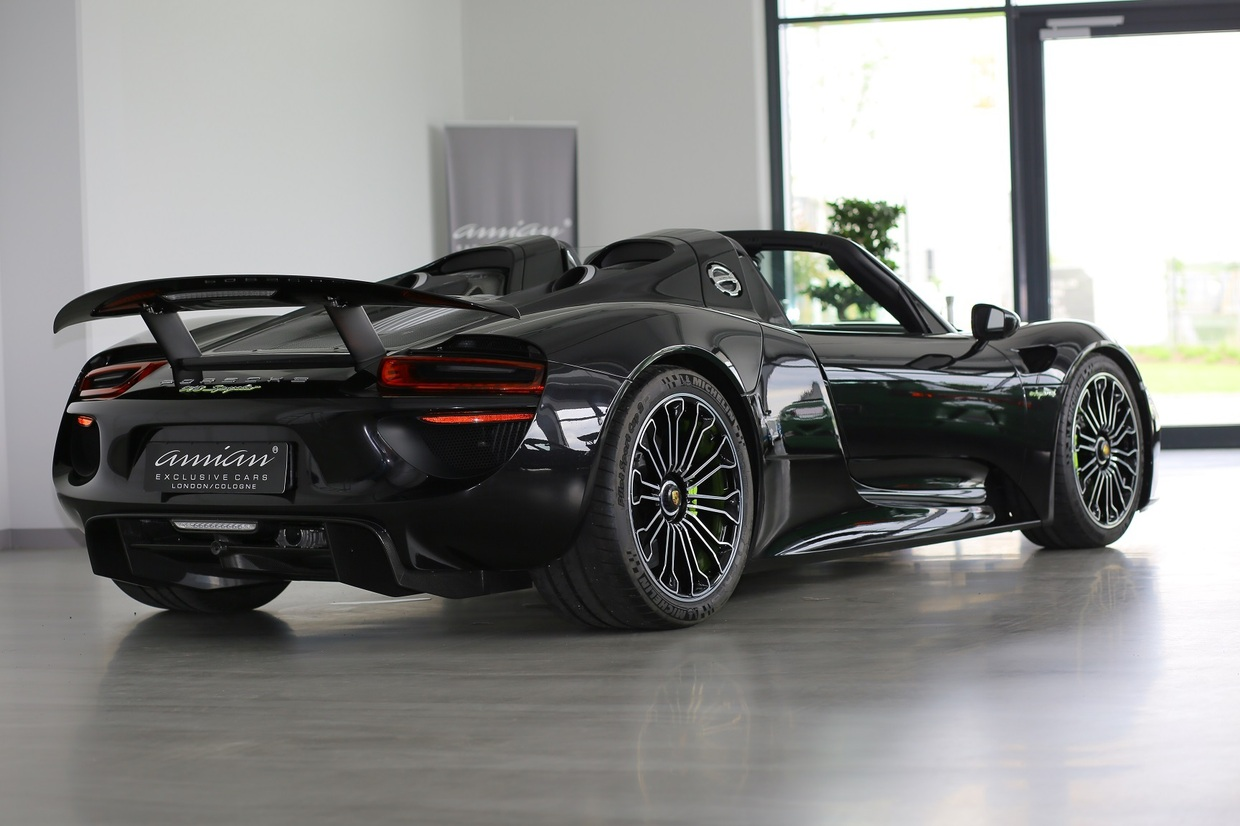it 39 s double your money as porsche 918 spyder goes up for sale. Black Bedroom Furniture Sets. Home Design Ideas