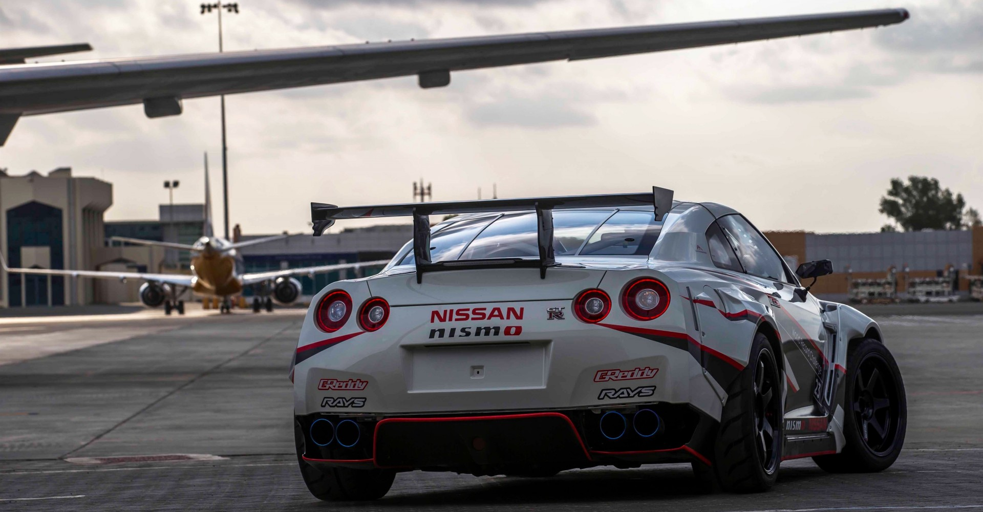 Nissan Lets 1380bhp GT-R Loose, Breaks Drift Record