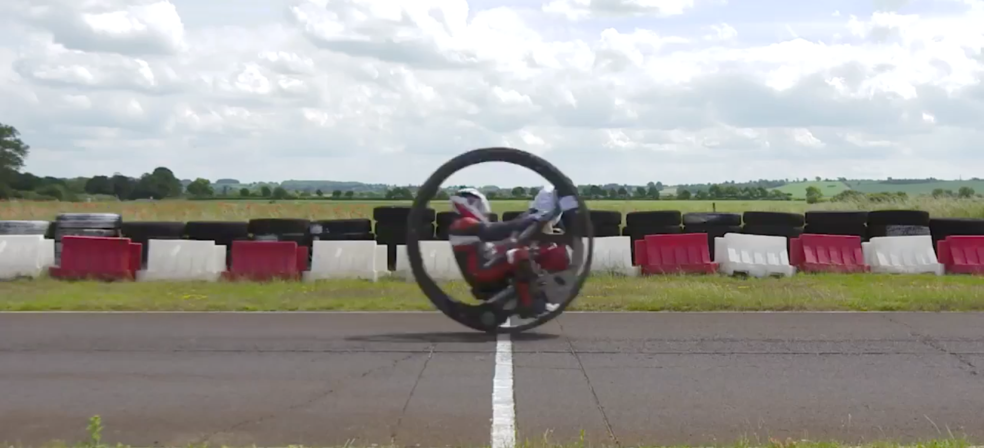 Monowheel Rider Sets New Guinness World Record With 61mph Run