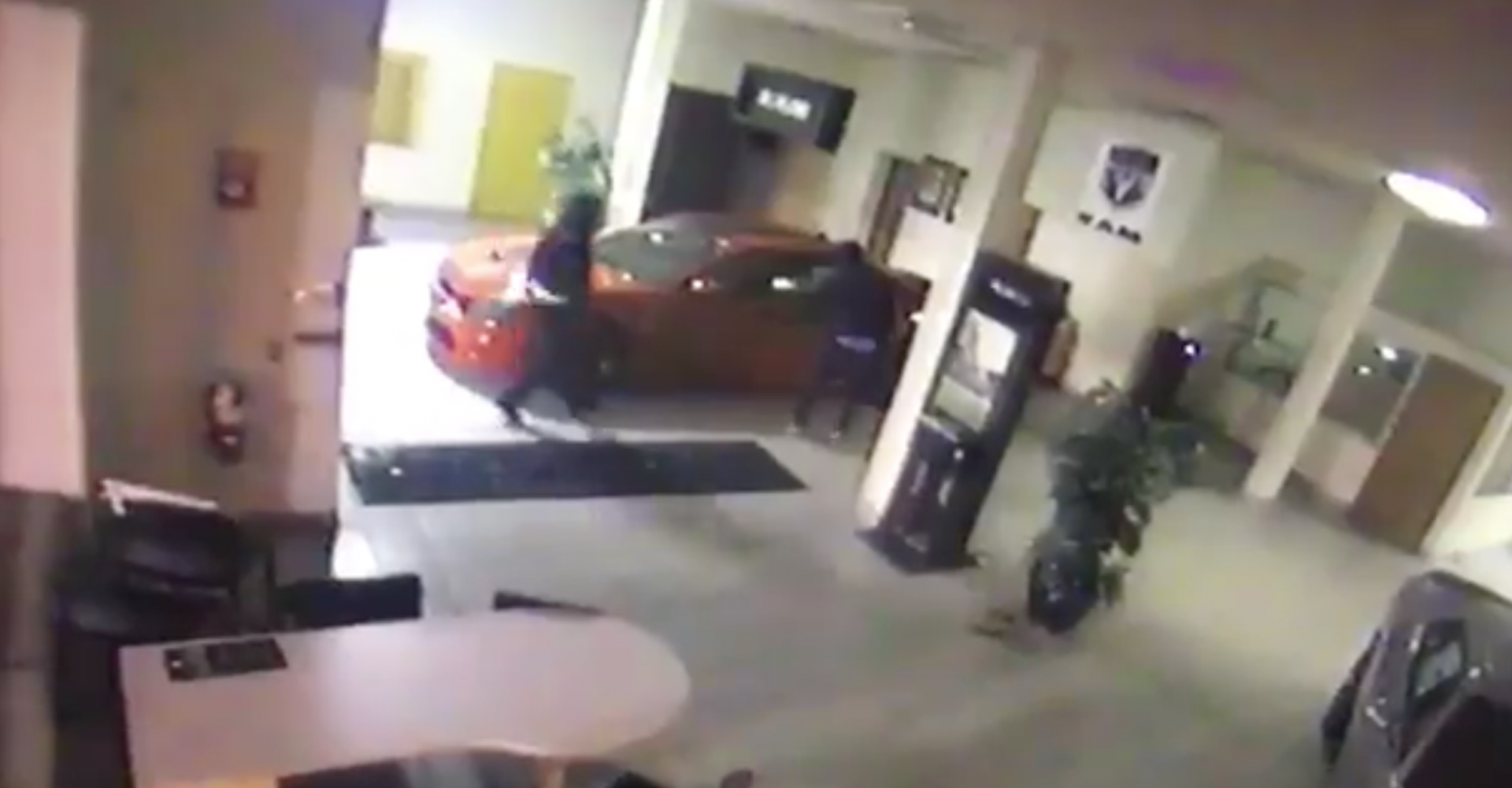 Crooks Steal Dodge Challenger Hellcat In 90 Seconds Flat