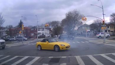 Honda S2000 Driver Goes 'Nuts At Traffic Lights