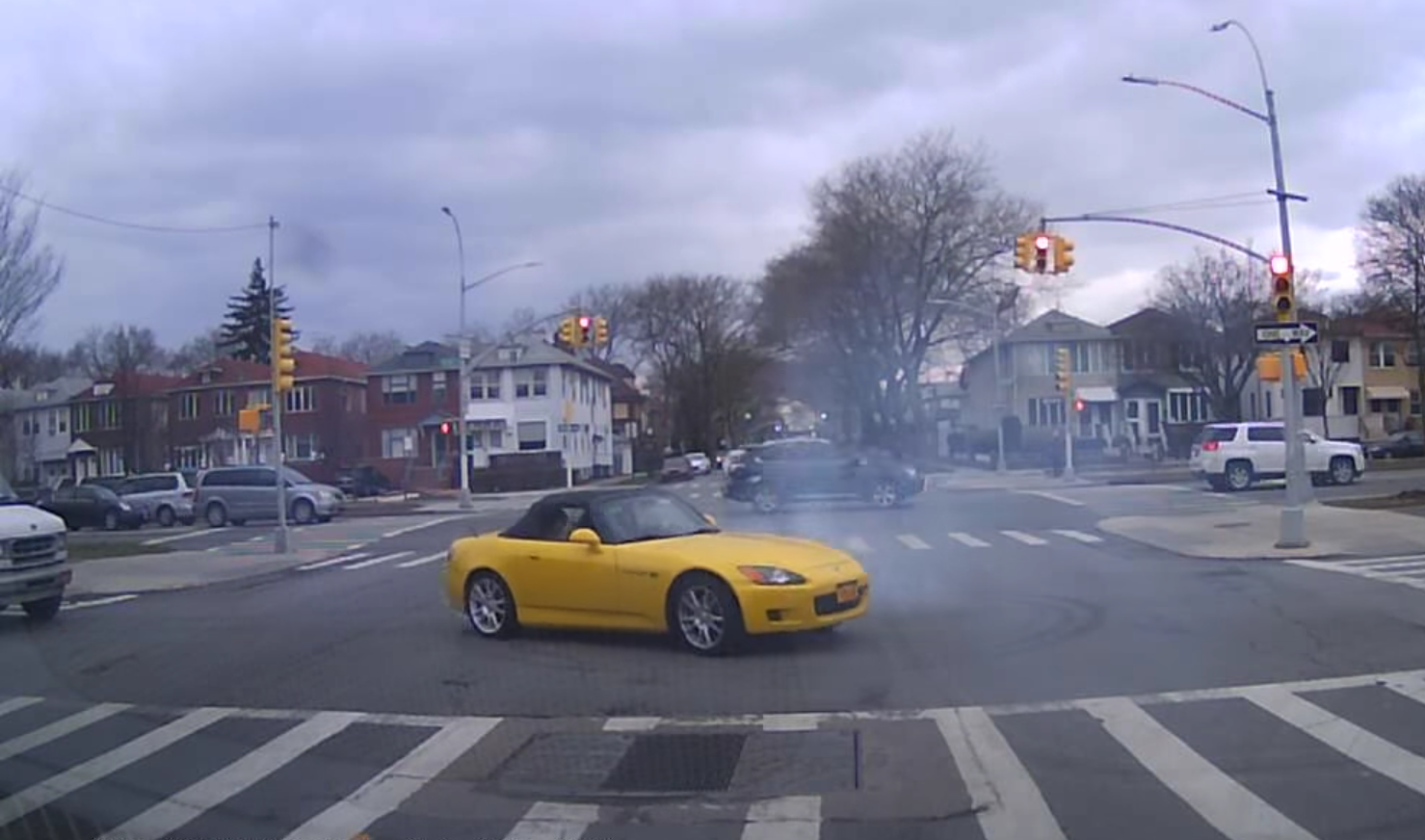Honda S2000 Driver Goes 'Nuts At Traffic Lights