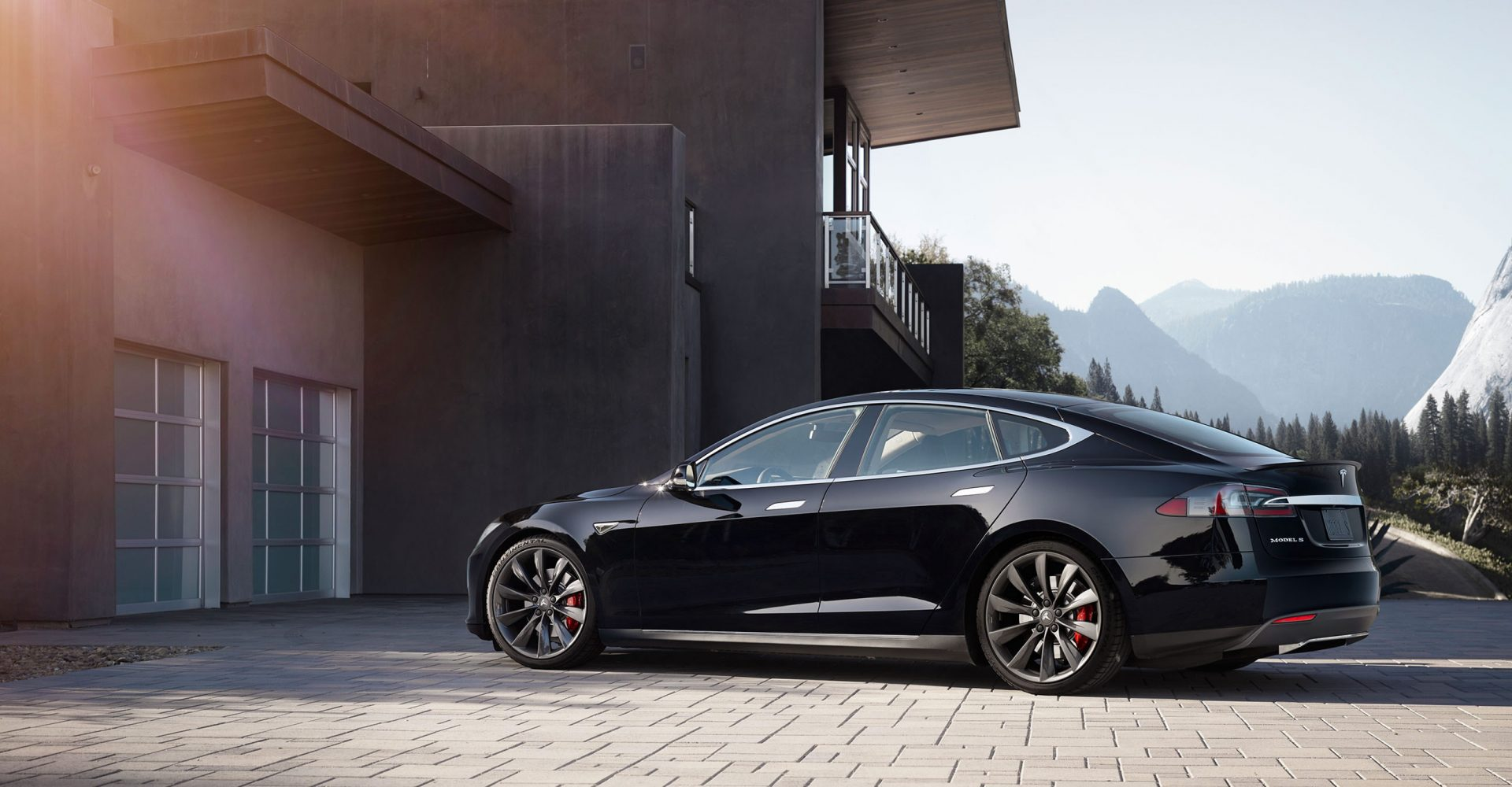 Someone managed to drive a Tesla Model S 670 miles on one charge