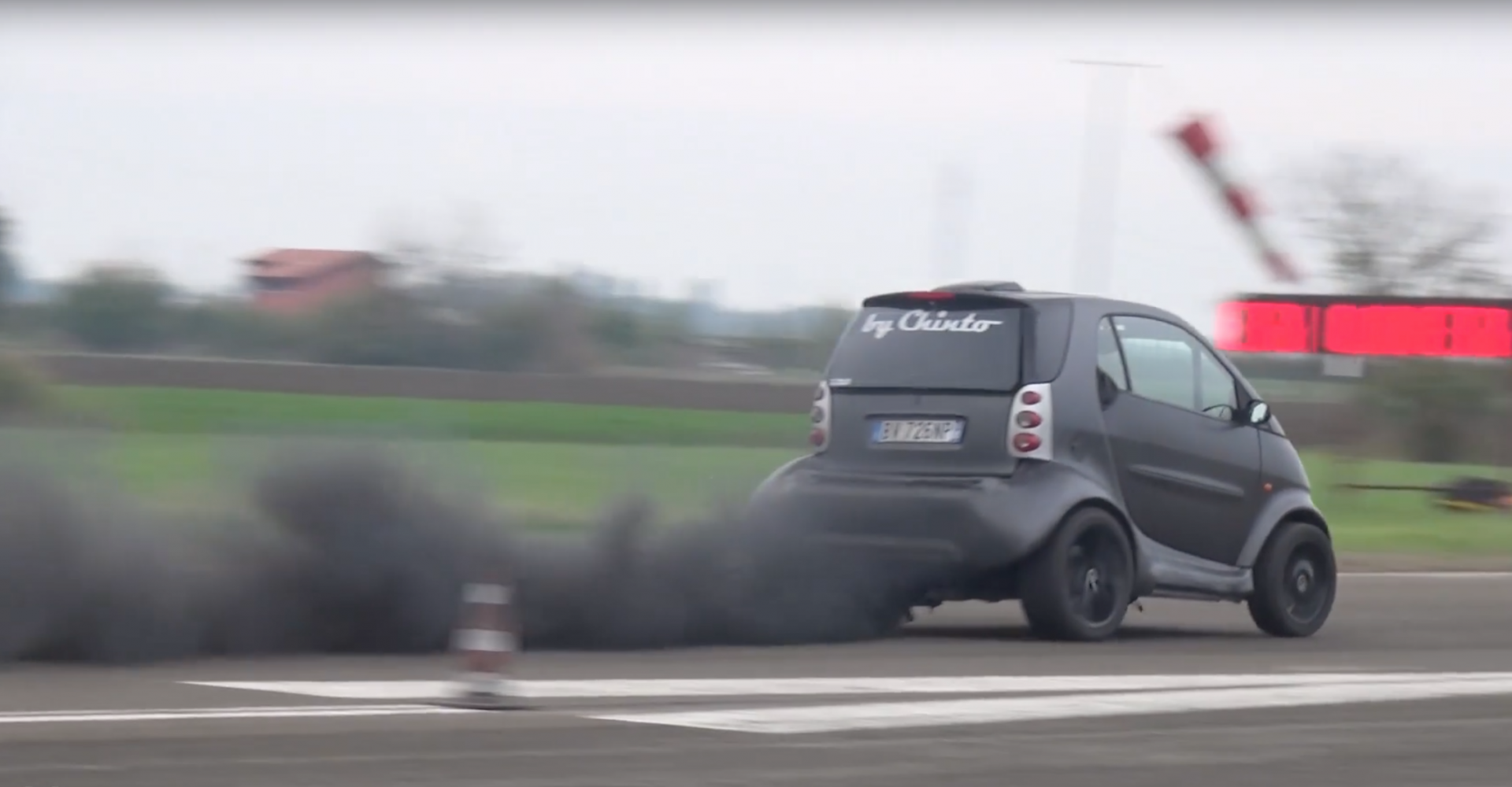 Smart ForTwo smokes quarter-mile drag race