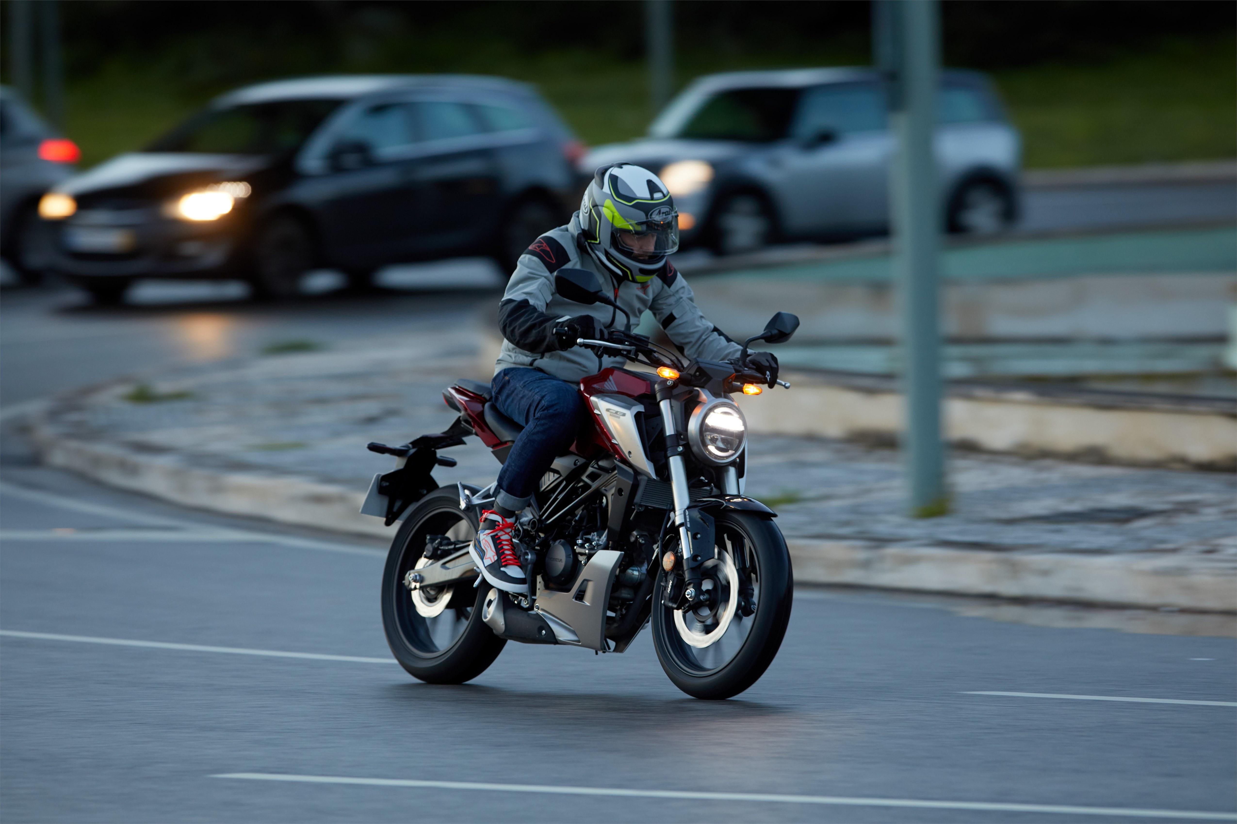 Wide bars make the bike easy to control