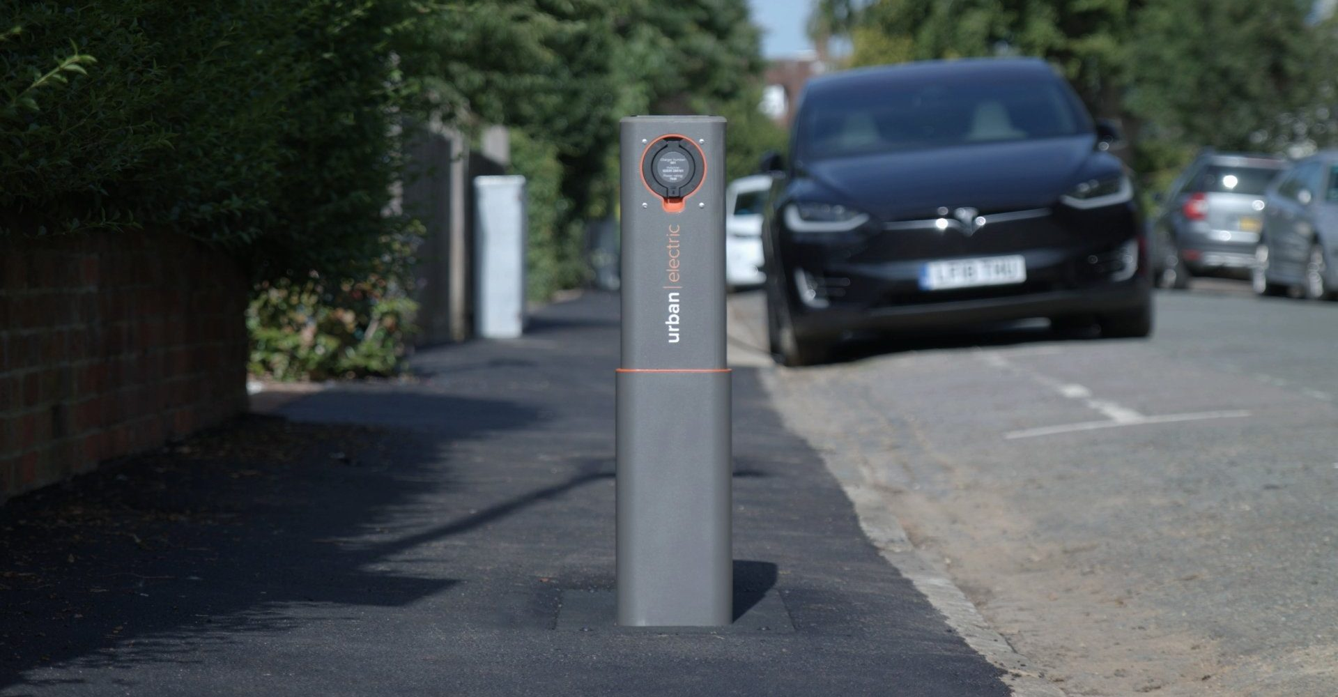 Oxford installs pop-up electric vehicle chargers