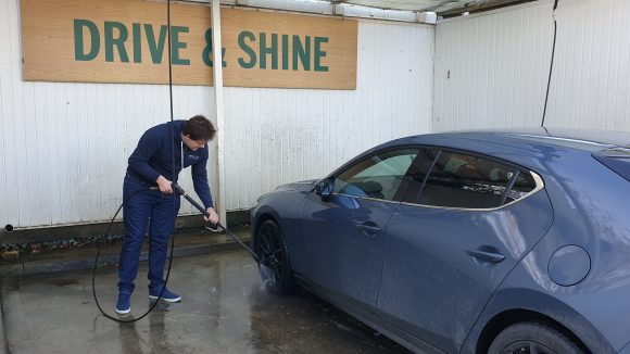 How to clean grime off your car this winter