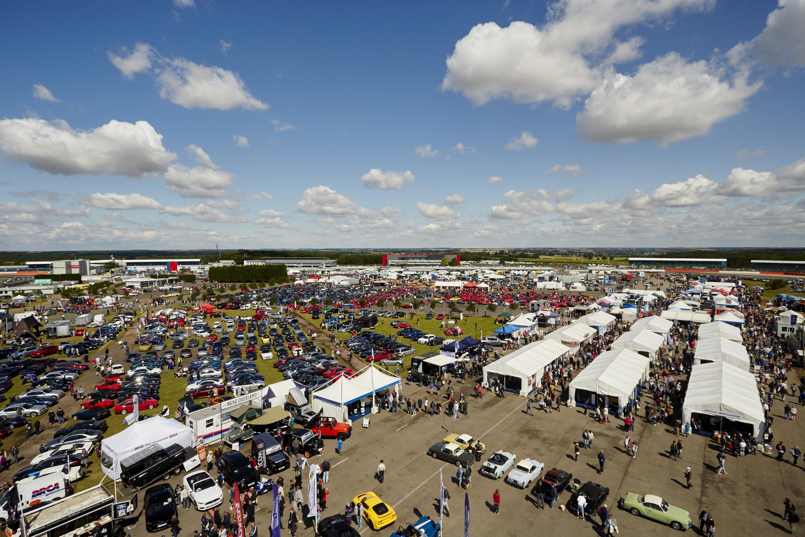 Silverstone Classic combines new and classic cars