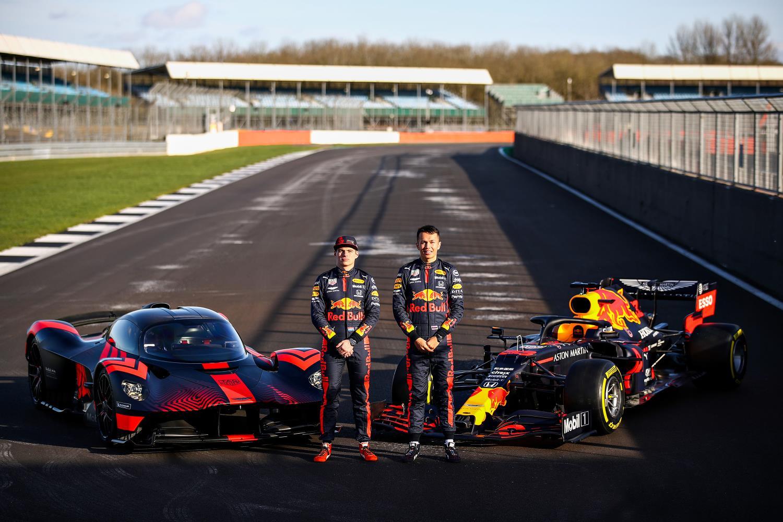 Max Verstappen (l) and Alex Albon