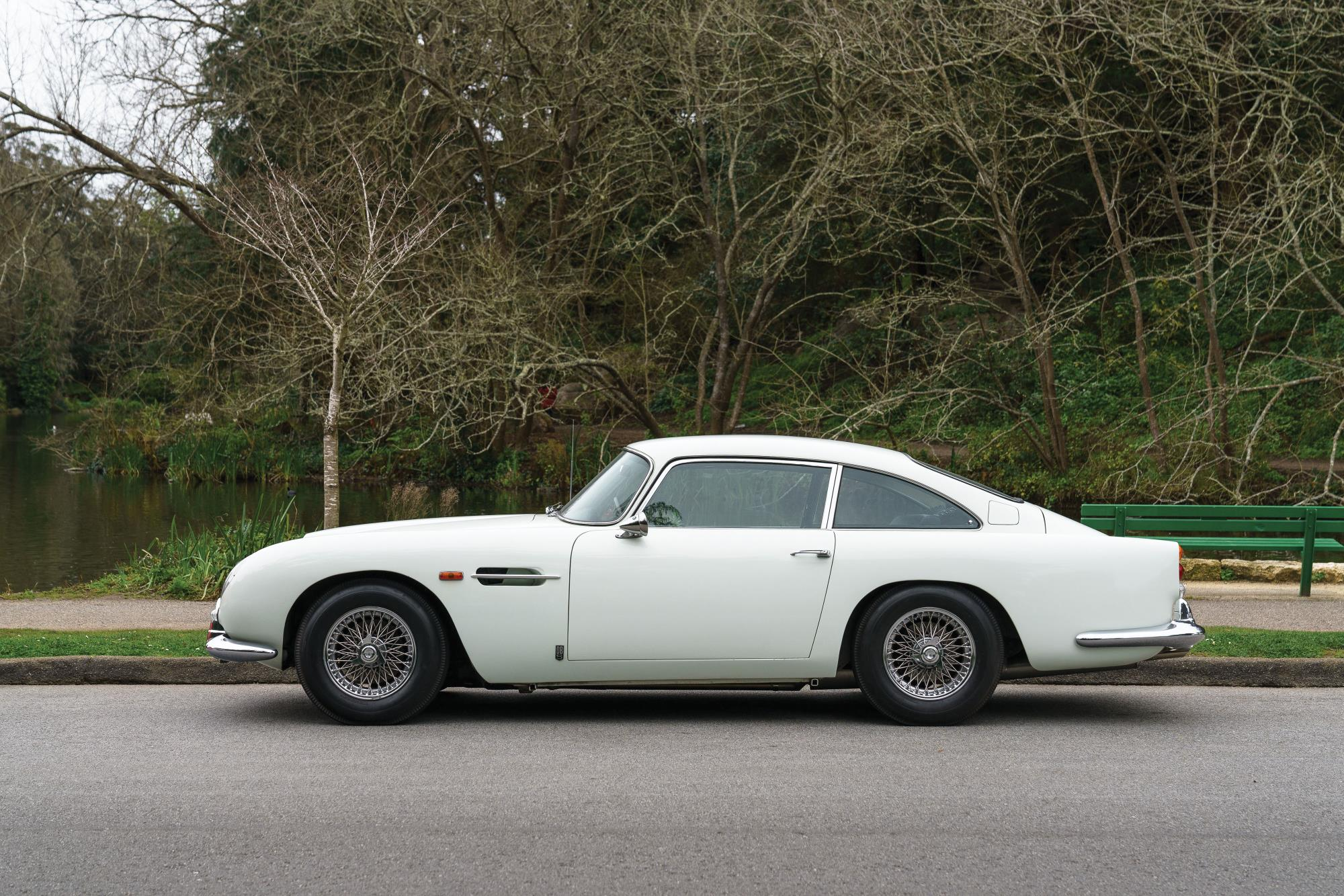 Aston Martin DB5 exterior