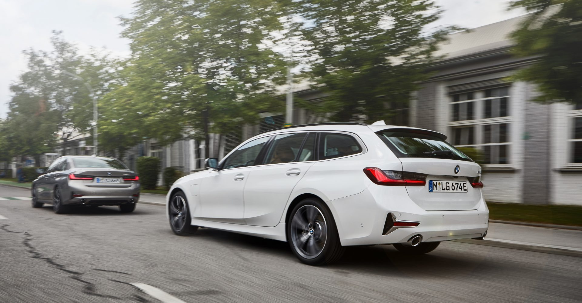 BMW adds plug-in hybrids and high-powered diesel to 3 Series range
