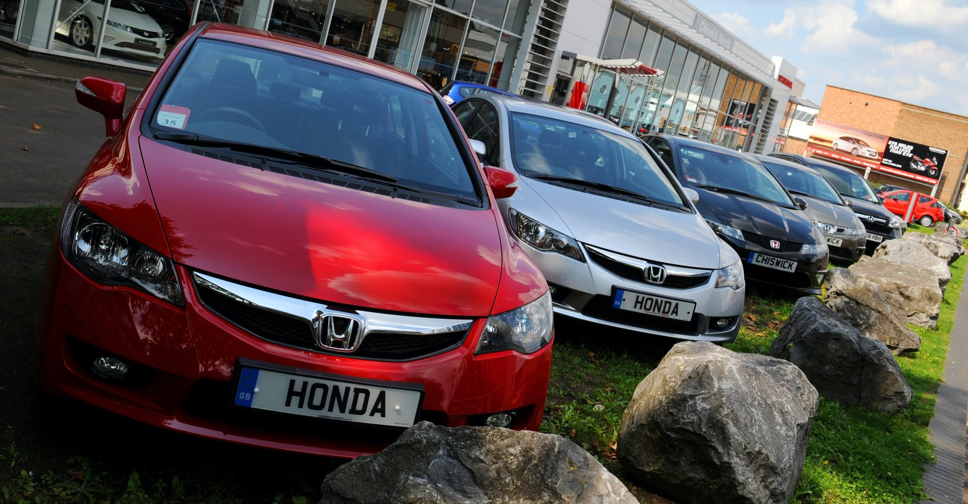 Keeping car showrooms closed 'costs £61m every day'