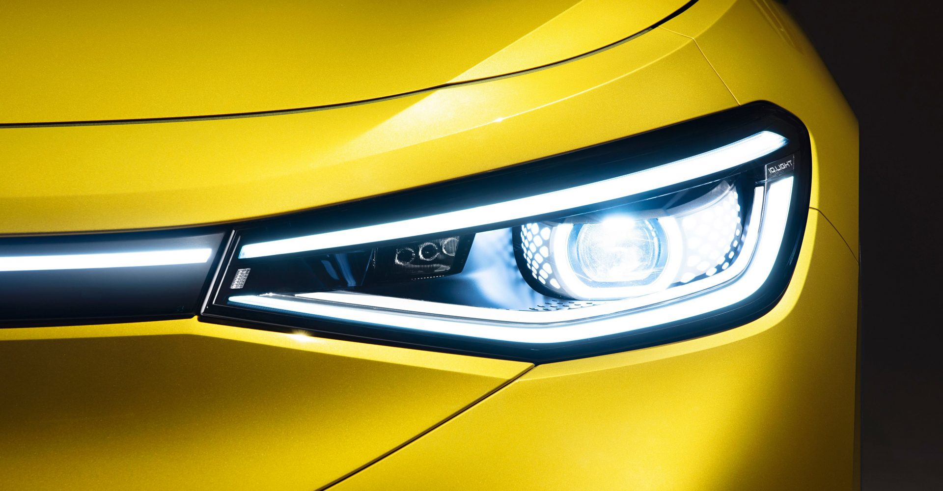Volkswagen showcases ID.4's lights in new teaser