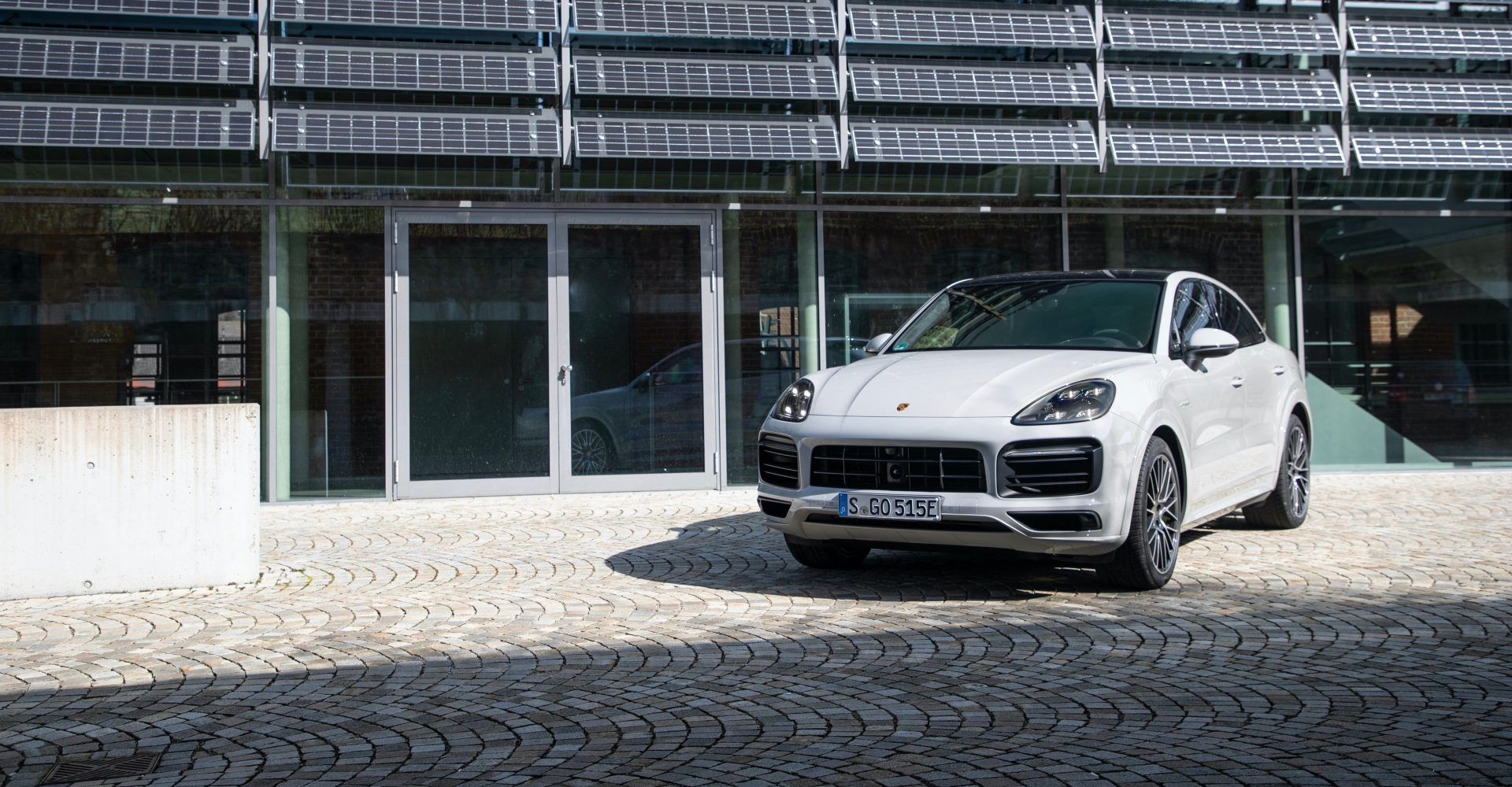 Porsche boosts electric range for Cayenne E-Hybrid models