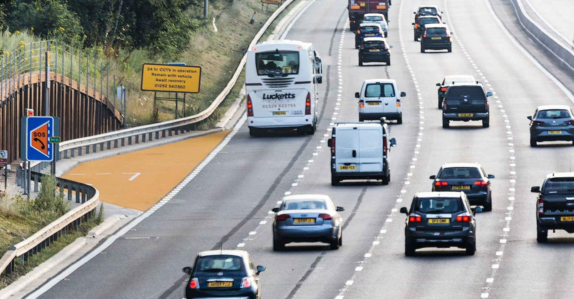 Smart motorways cause confusion for majority of UK drivers, survey suggests