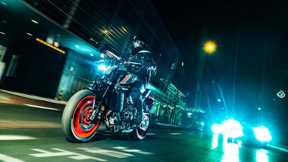 New Yamaha MT-09 brings lower weight and more power