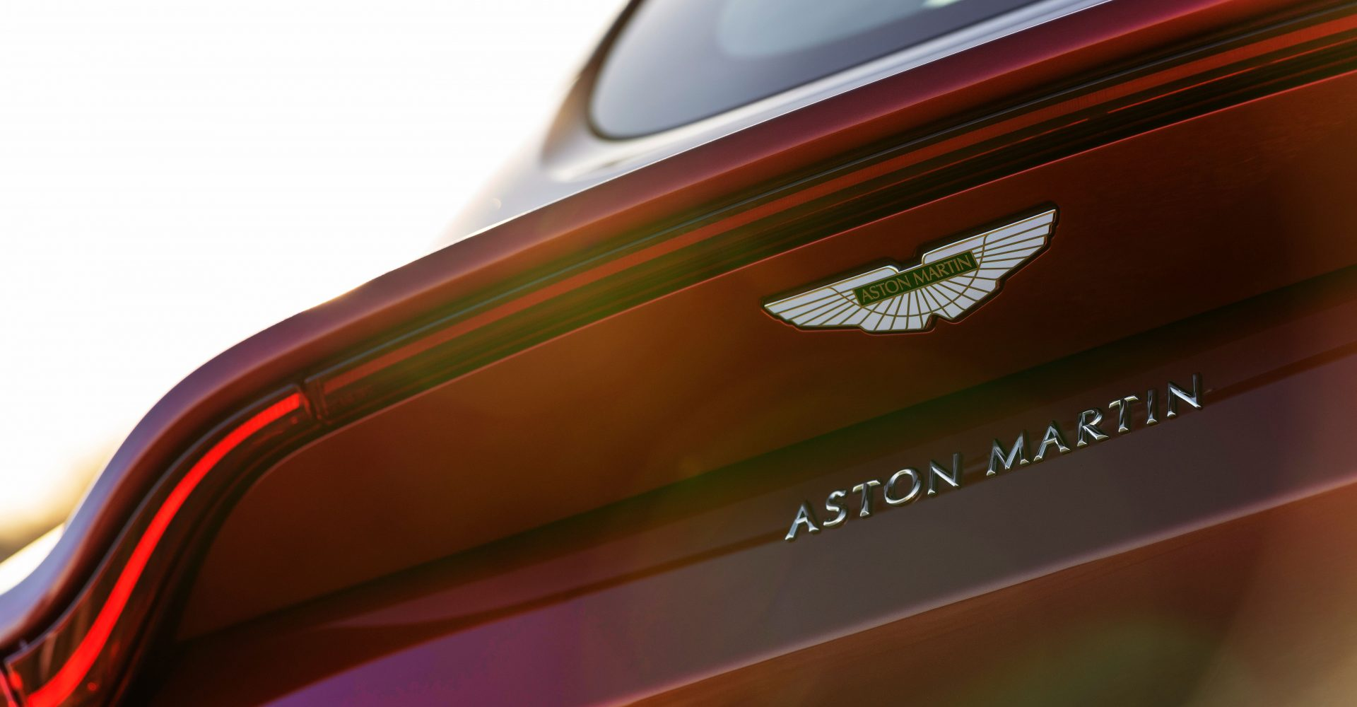 Mercedes-Benz increases stake in Aston Martin with expanded tech agreement