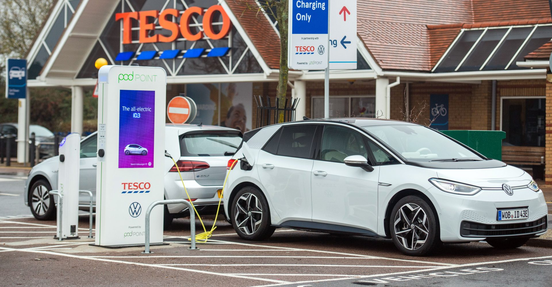The cost of charging an EV remains a 'jungle', says EV expert