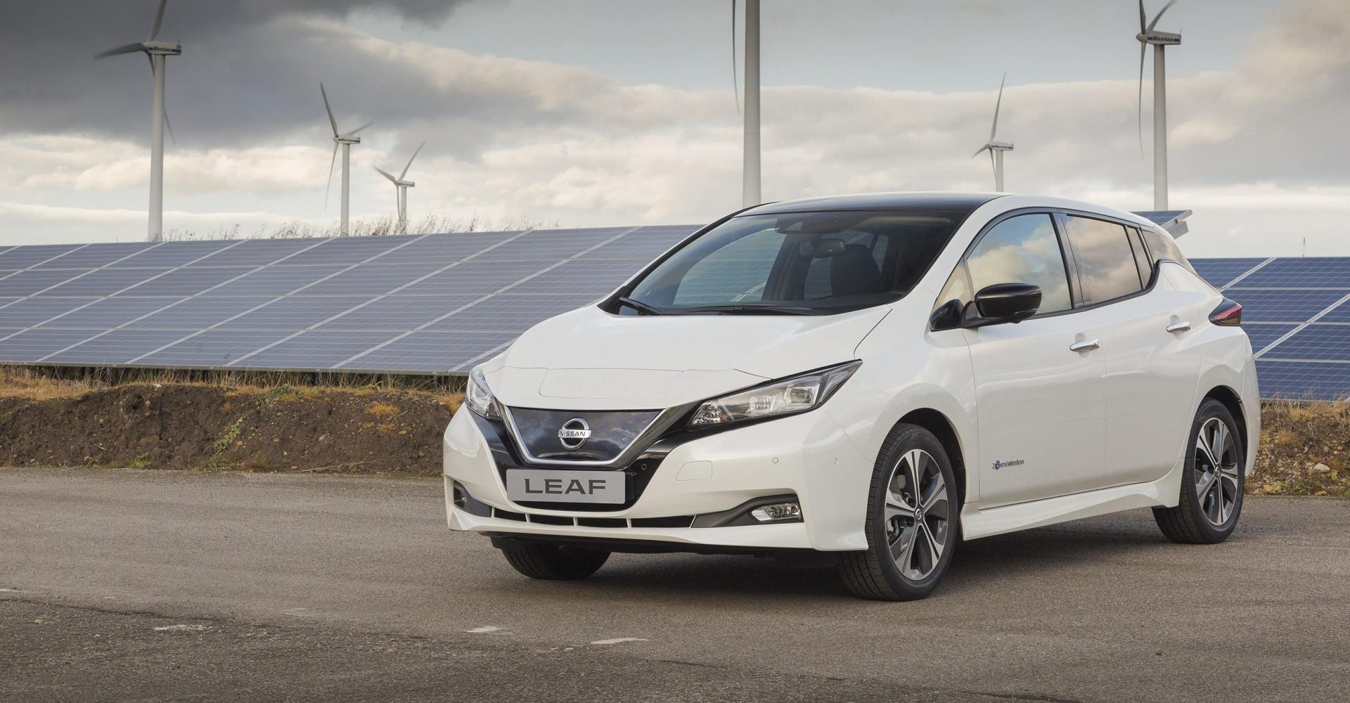 Nissan Leaf gets price reduction to take advantage of plug-in car grant